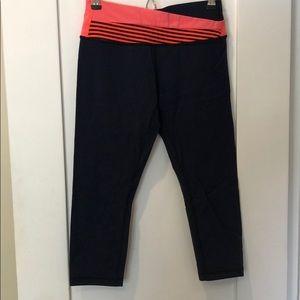 Lululemon crop yoga pants size 6